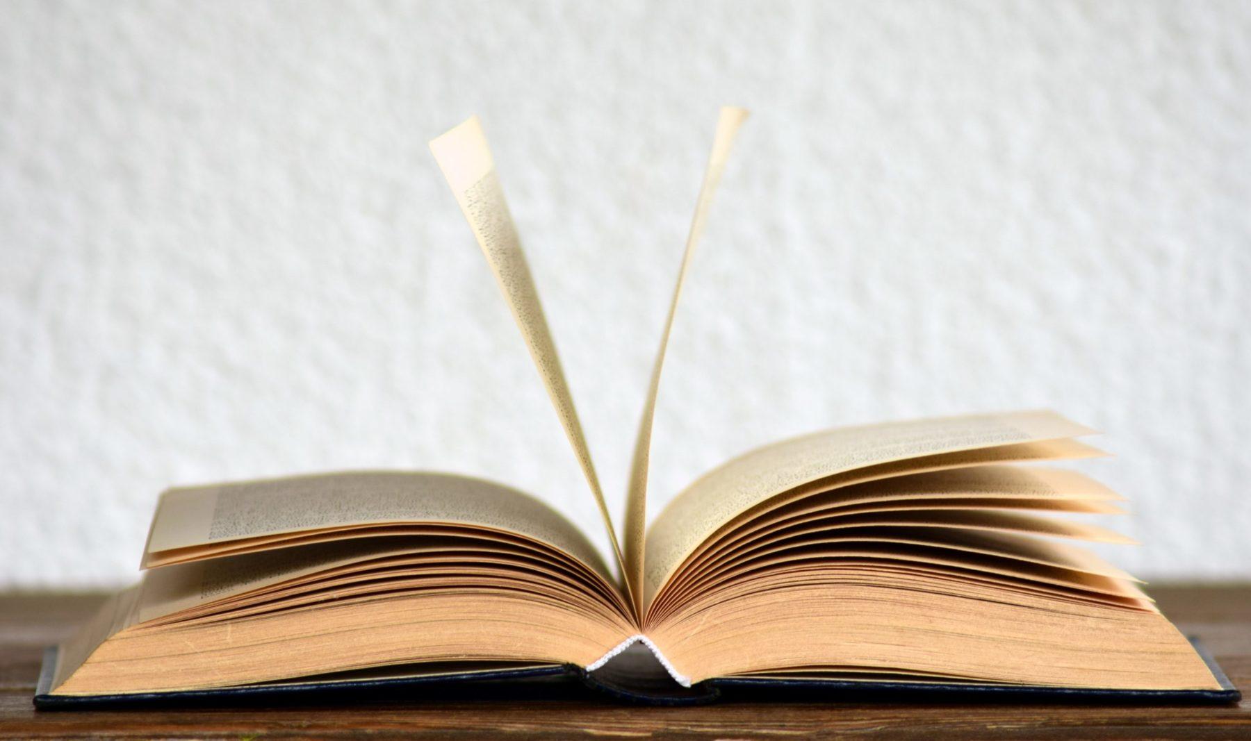 Livre ancien ouvert