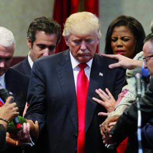 Donald Trump placé sous la protection de Dieu par des pasteurs évangéliques lors d'un rassemblement chrétien à Cleveland Heights en septembre 2016