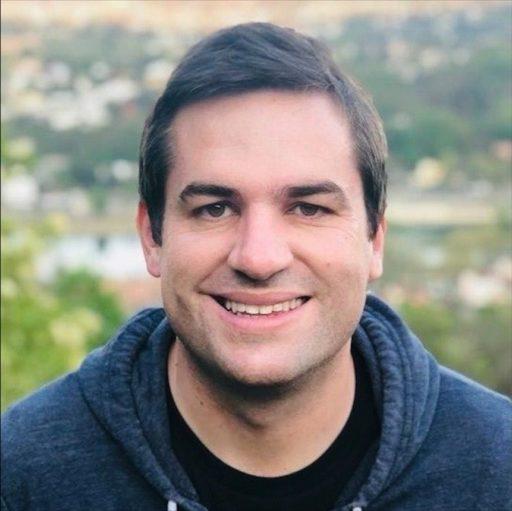 Cadre dans le secteur de la technologie, Tim Kyle est président de BLF Éditions et vice-président de Jeunesse pour Christ France.