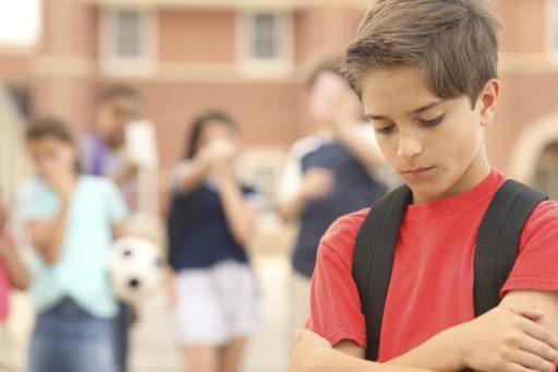 Image symbole d'un cas de harcèlement scolaire et d'humiliation d'un enfant
