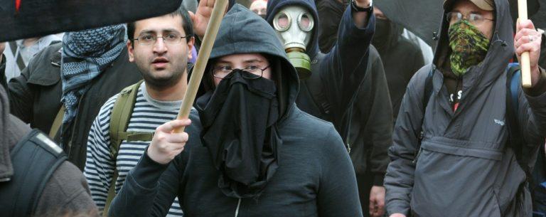 Des manifestants anarchistes lors d'un rassemblement contre l'austérité à Londres en 2011