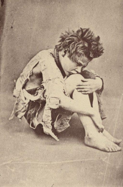 Photo d'un enfant des rues recueilli par le philanthrope irlandais Thomas Barnardo