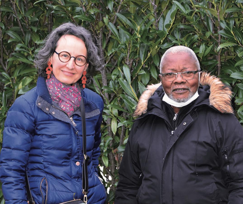 Liliane Favarger et Felix Mbayi Kalombo, bénévoles pour amener des invendus aux nécessiteux.