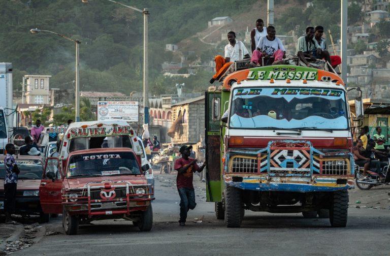Scène de rue à Cap-Haïtien.