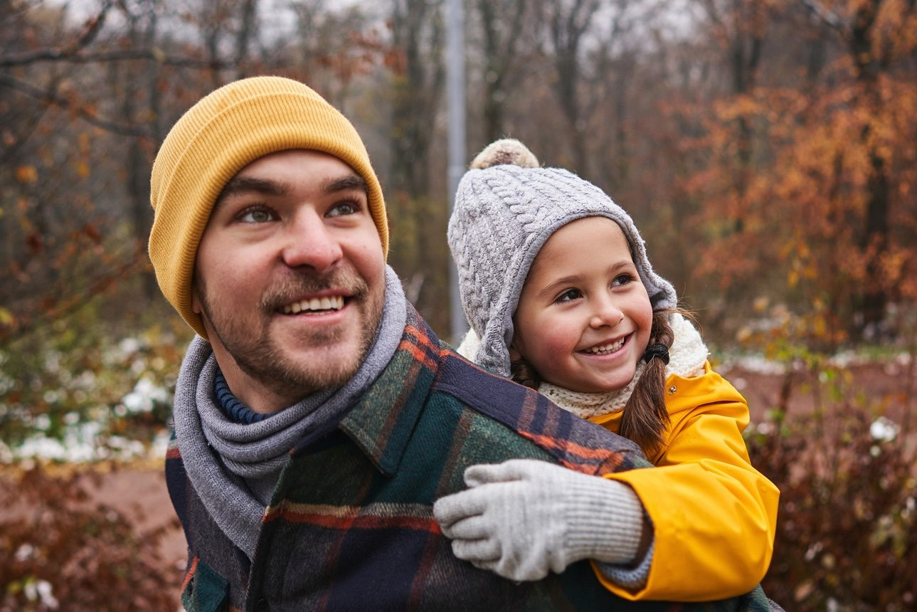 Un parrain avec sa filleule. Image d'illustration