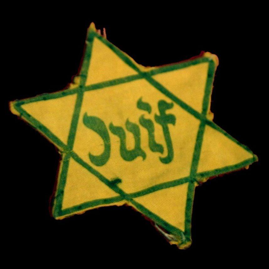 """L'étoile de David, jaune avec écrit """"Juif"""" en vert au milieu"""