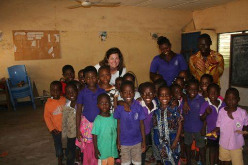Megan Kelly rend visite à une Eglise partenaire de première ligne au Togo pour une orientation et une formation sur la protection de l'enfance