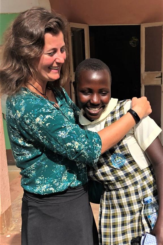 Megan Kelly avec sa filleule Naome en Ouganda