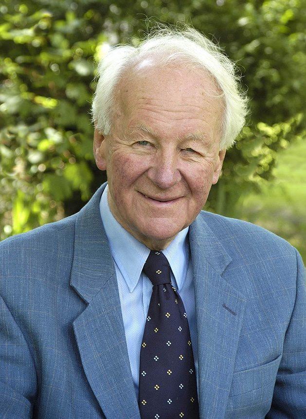 John Robert Walmsley Stott (27 avril 1921–27 juillet 2011) est un théologien, évangélique , essayiste et prêtre anglican.