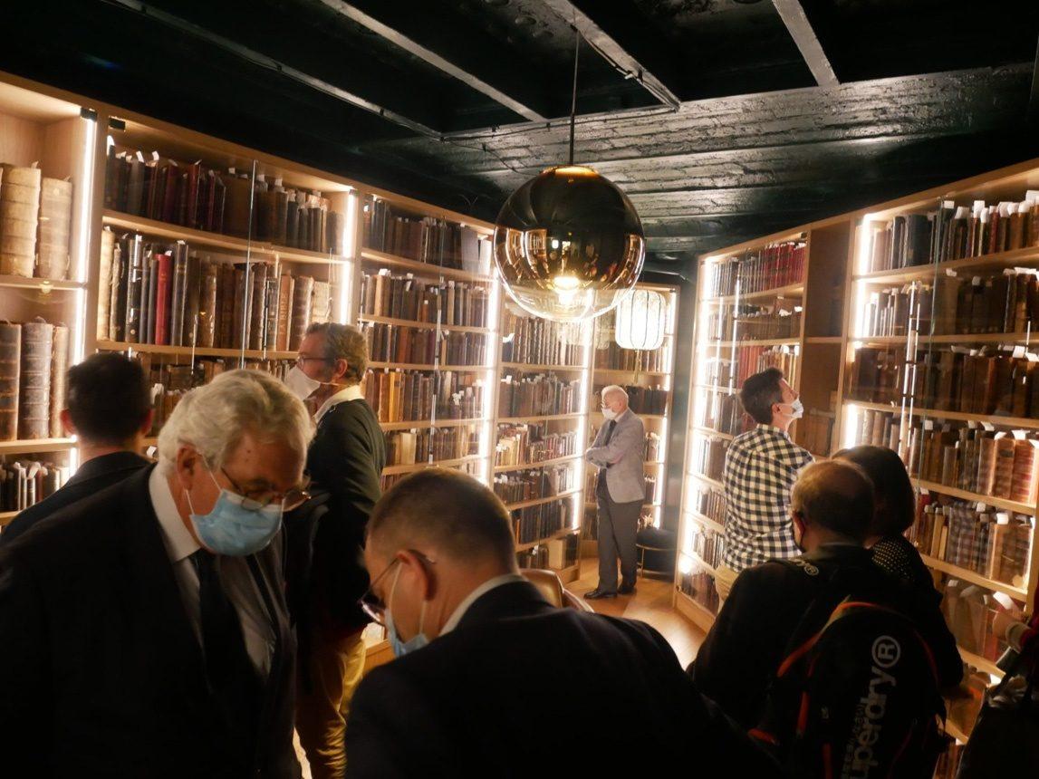 La collection de bibles anciennes de l'Alliance biblique française